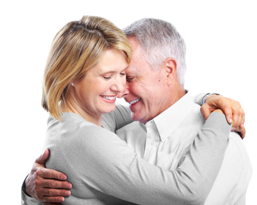 aparaty słuchowe - starsze małżeństwo osób niedosłyszących